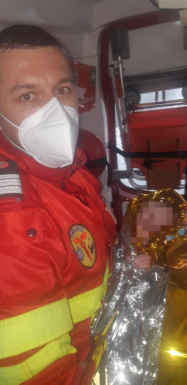 Arad. O fetiță s-a născut în ambulanța SMURD care o ducea pe mamă la spital