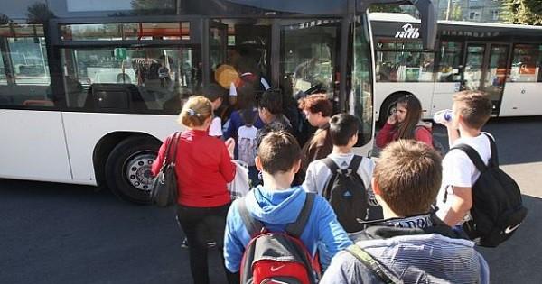 Guvernul pregătește o ordonanță de Urgență pentru ca toți elevii să beneficieze de transport gratuit