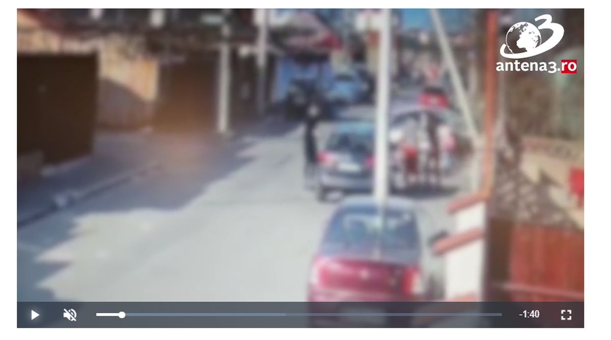 Momentul accidentului din Capitală, în care au murit două fete lovite pe trotuar de un Mercedes, a fost surprins de o cameră de supraveghere – Link Video
