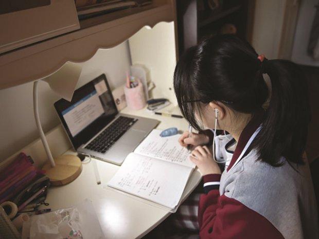 """Cât de grav îi afectează pe elevi pandemia și școala online? Psihologul școlar de la Colegiul Național I.L. Caragiale trage un semnal de alarmă: """"intră într-o bulă neagră și au nevoie de ajutor"""""""""""