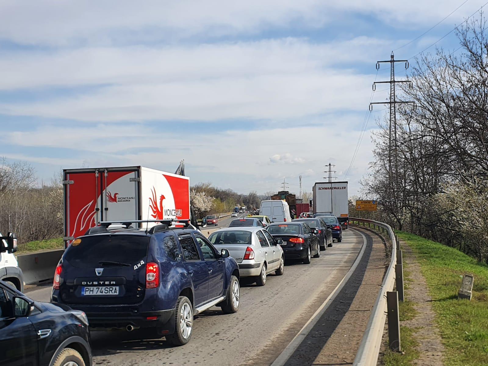 Accident grav la ieșire din Ploiești spre Bucov. Trafic blocat – FOTO