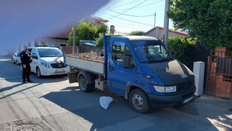 Pentru că arunca ilegal gunoiul, un bărbat a fost amendat 30.000 de lei, fiindu-i confiscată mașina