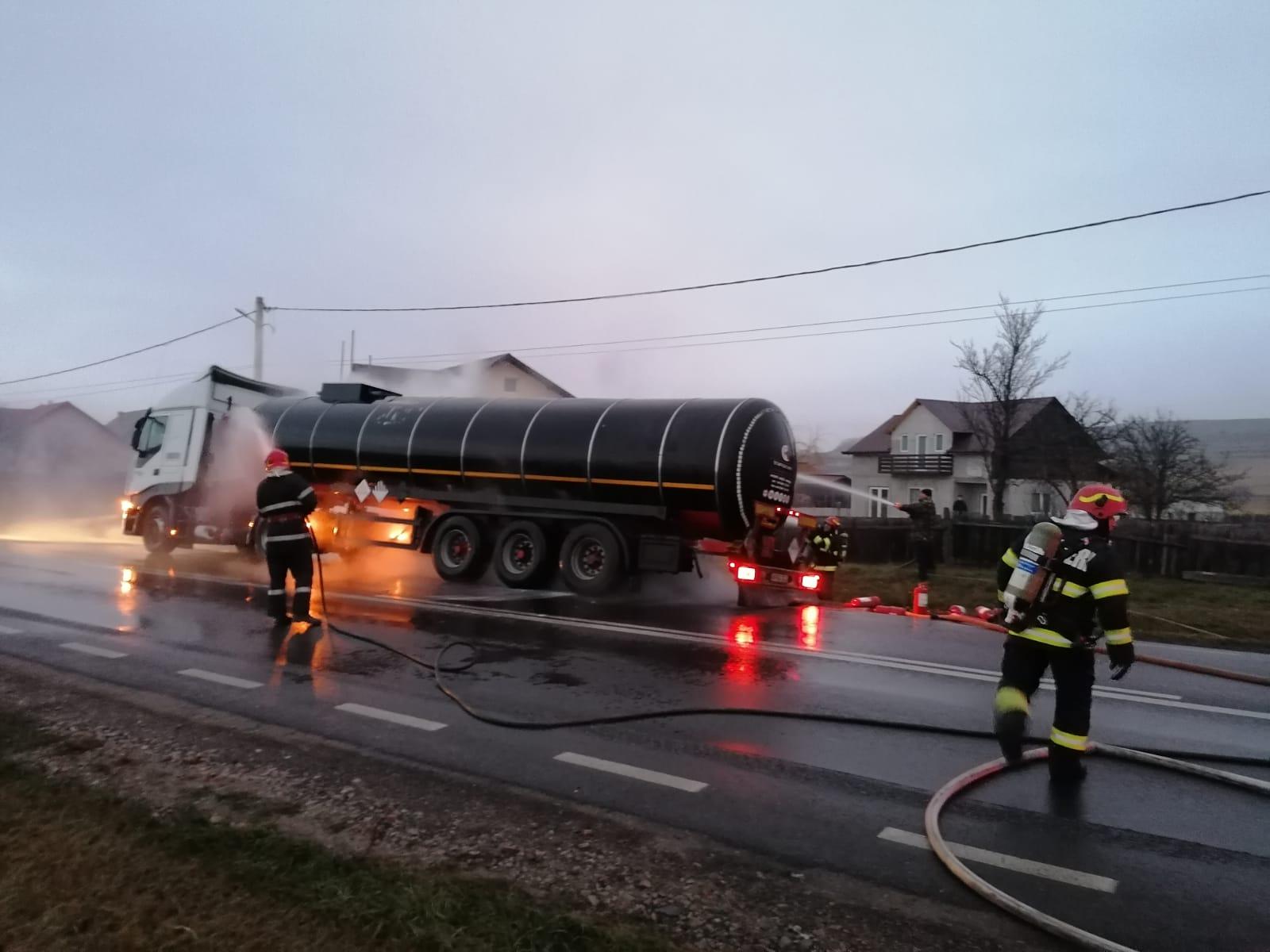 O cisternă încărcată cu biodiesel a luat foc pe DN 1A, în Prahova. Trafic blocat – UPDATE