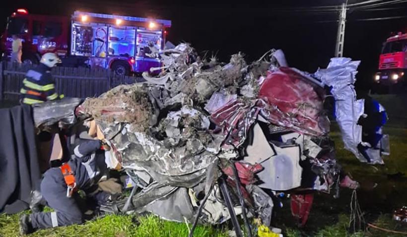 Trei tineri au murit după ce un Maserati s-a făcut praf pe DN 17 – FOTO