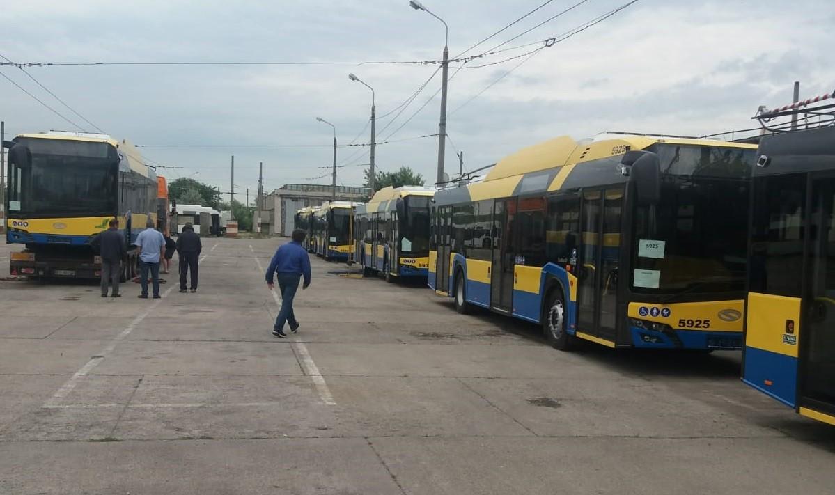 Au sosit încă trei troleibuze noi în parcul TCE Ploiești. Când vor intra în circulație 1