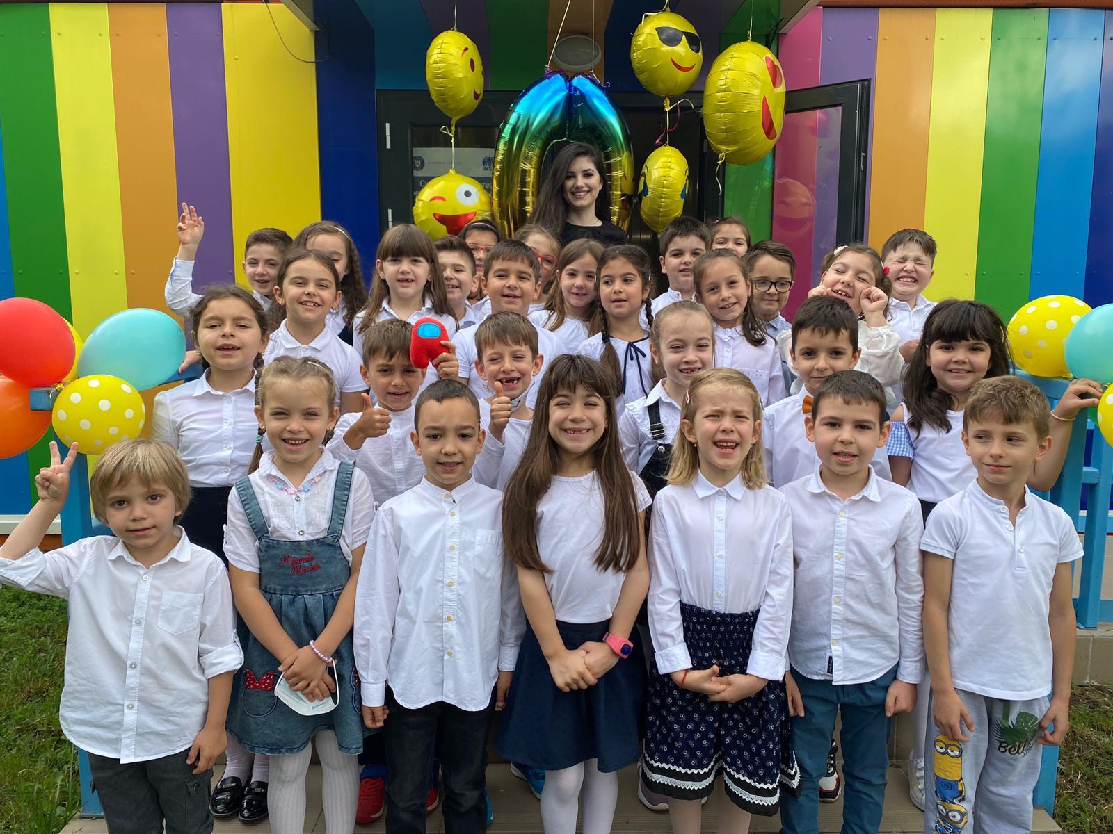 """Gabriela Nedelcu, învățătoarea care și-a propus să facă din școală o """"acasă"""" pentru toți copiii, la Observatorulph.ro LIVE – Generația lui John"""