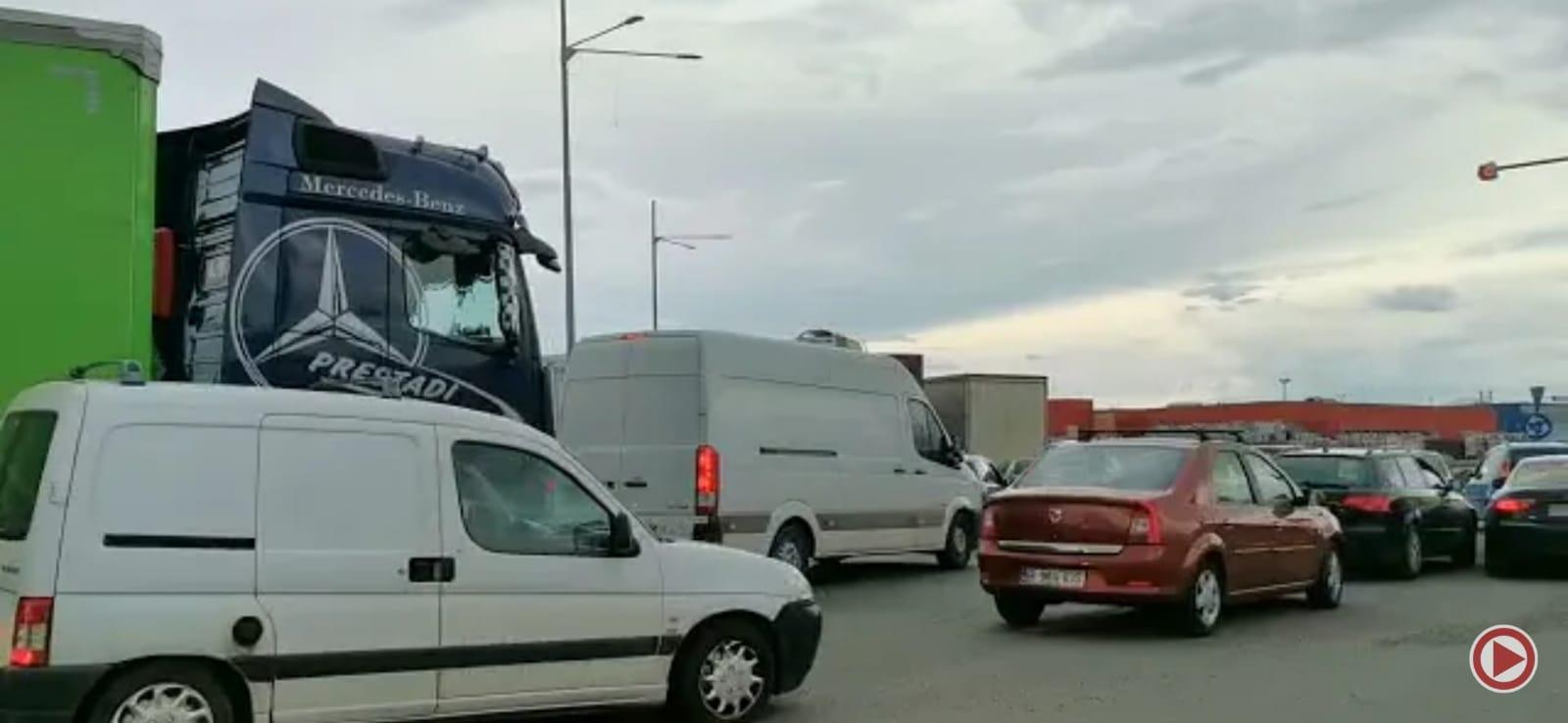 Trafic blocat la ieșirea din nordul Ploieștiului. Motivul: trece o delegație străină