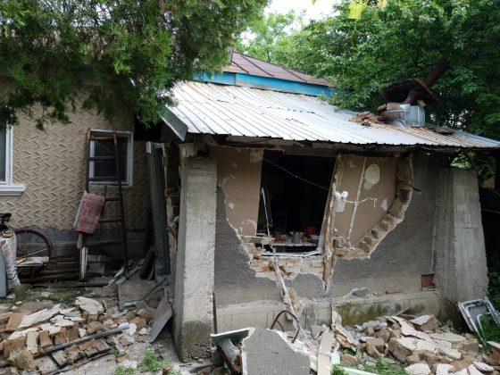 Urmarea exploziei de la Șirna. Un tânăr a fost rănit, o anexă a fost distrusă-FOTO 2