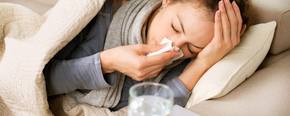 Studiu: Ce simptome au persoanele vaccinate care pot face covid, inclusiv cu varianta Delta