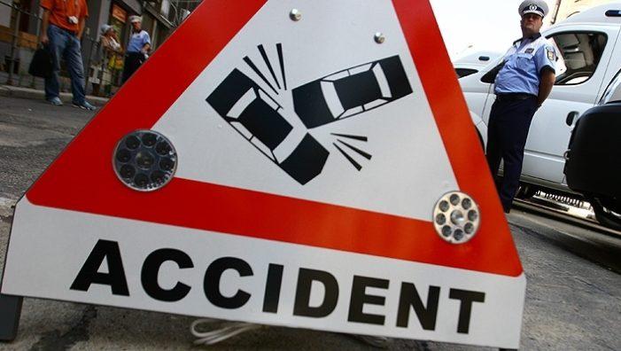 Accident rutier pe DN1A, în Zalhanaua. O mașină a intrat în stâlpul unei stații PECO