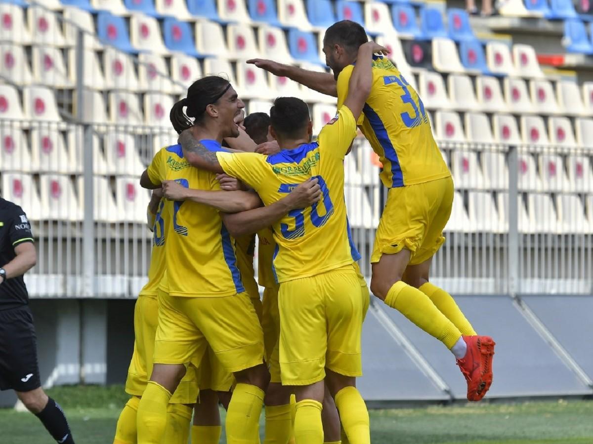 "Petrolul – Ripensia Timișoara: 2 – 0. ""Lupii"", lideri în Liga 2"