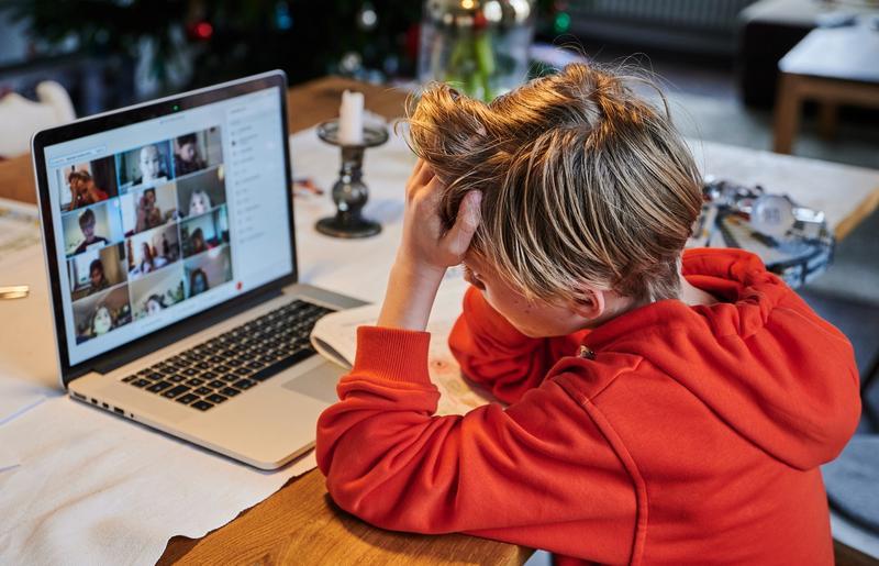 """Școala online ne bate la ușă. O mai putem evita? """"Miau"""", """"sa-u"""", """"săț-i"""" e noua gramatică acceptată"""